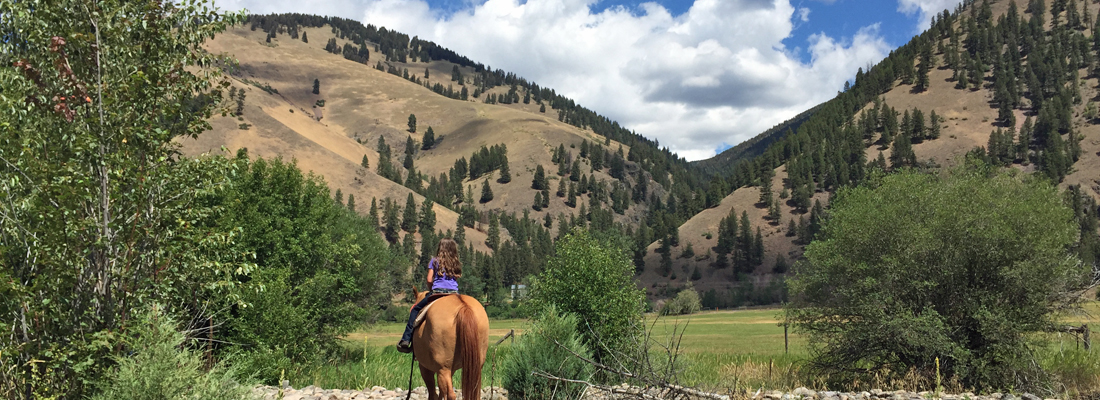 Scenery-on-horseback-in-Montana